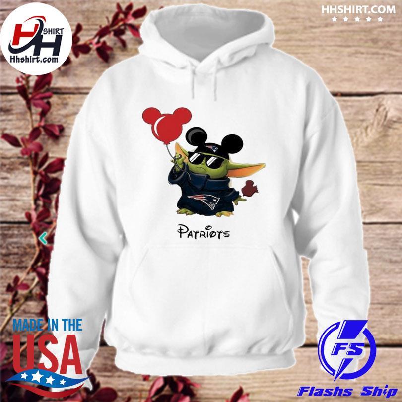 New England Patriots Baby Yoda Vacay In Disneyland Fan T Shirt hoodie